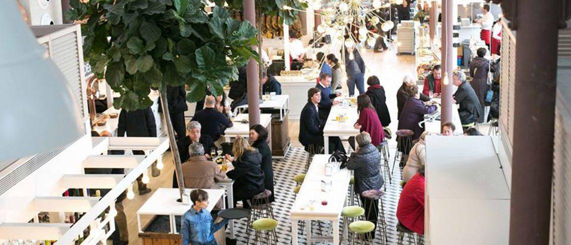 Jamón, sushi y burgers: la mezcla se impone en los mercados gourmet